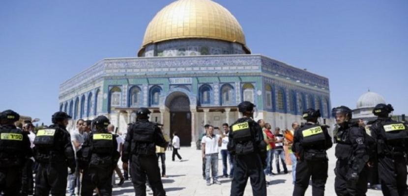 قوات الاحتلال تحاصر الاقصى أثر مناوشات بين مستوطنين وحراس المسجد الأقصى