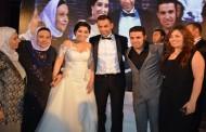"""بكاء """" آيتن عامر """" في أحضان """" محمد عز """" على غناء تامر عاشور ."""