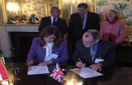 عميد كلية الاقتصاد والعلوم السياسية توقع اتفاقية شراكة مع جامعة بريطانية