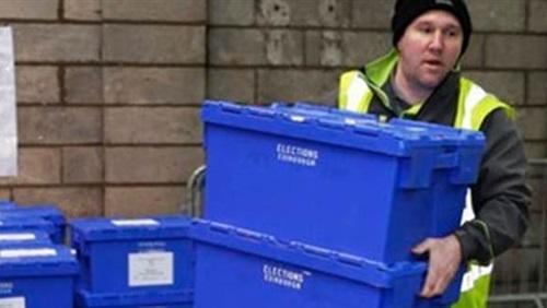 المحافظون البريطانيون يفوزون دون أغلبية برلمانية..نتائج أولية
