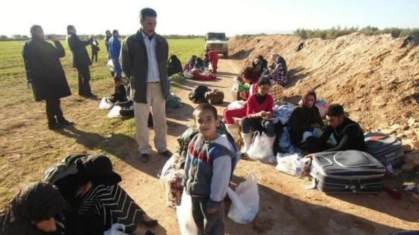 لاسباب إنسانية الجزائرة تستقبل السوريين العالقين على حدودها.