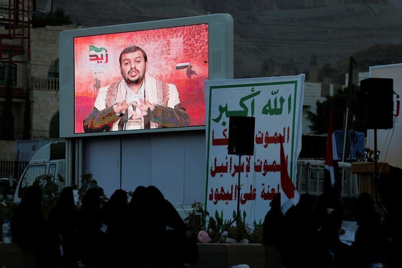 زعيم الحوثيين: إذا هوجم ميناء الحديدة سنستهدف ناقلات النفط السعودية