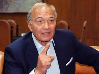 """أحمد شفيق يقول إنه """"مُنع من مغادرة الإمارات"""" بعد ساعات من إعلان نيته الترشح في انتخابات الرئاسة في مصر"""