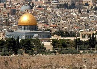 100 مستوطن يقتحمون المسجد الأقصى وسط حراسة مشددة من شرطة الاحتلال