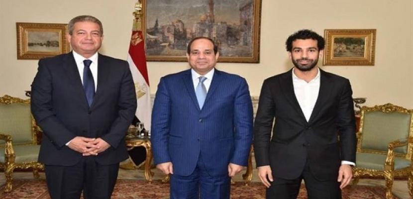 السيسي يهنئ الشعب المصري بفوز المنتخب الوطني وصلاح وكوبر بجوائز الكاف