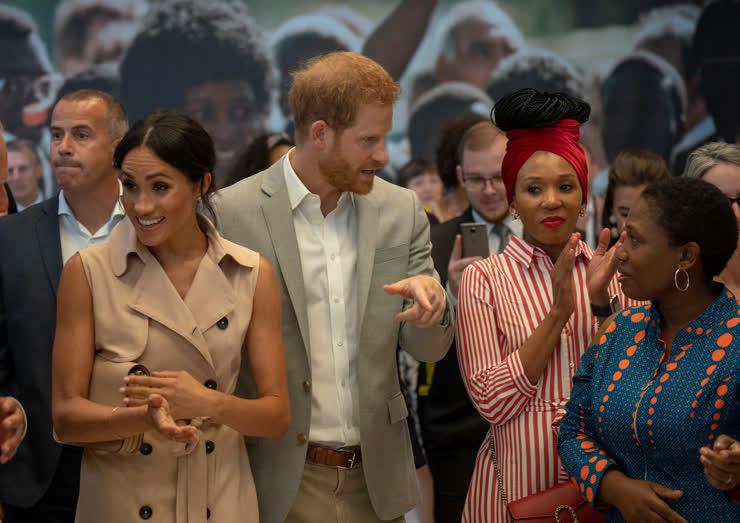 الأمير هاري وزوجته ميجان يزوران معرضا لنلسون مانديلا في لندن