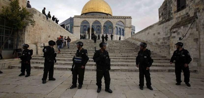 3 أعضاء بالكنيست يقتحمون المسجد الأقصى وسط حراسات مشددة