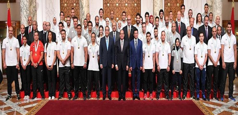 بالفيديو .. الرئيس السيسي يكرم أبطال البعثة الرياضية بدورة ألعاب البحر المتوسط لعام 2018
