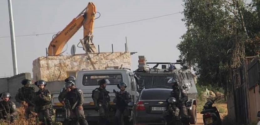 الاحتلال الإسرائيلي يقتحم الخان الأحمر شرق القدس ويحاصر المعتصمين