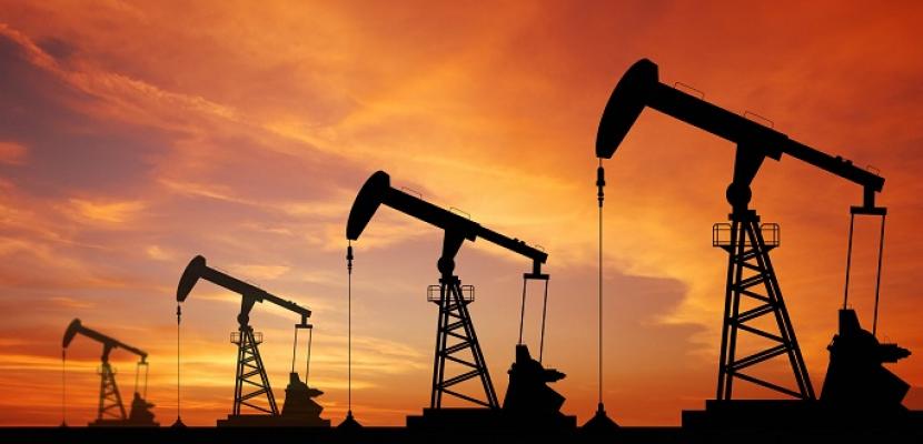 أسعار النفط تنخفض بفعل تعاف بطئ من فيروس كورونا