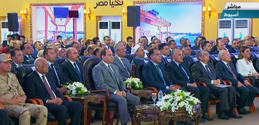 """الرئيس السيسي يفتتح 25 بئراً جوفياً بالوادي الجديد عبر """"الفيديو كونفرنس"""""""