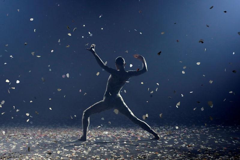 أسبوع باريس للموضة يبدأ بعرض راقص من ديور