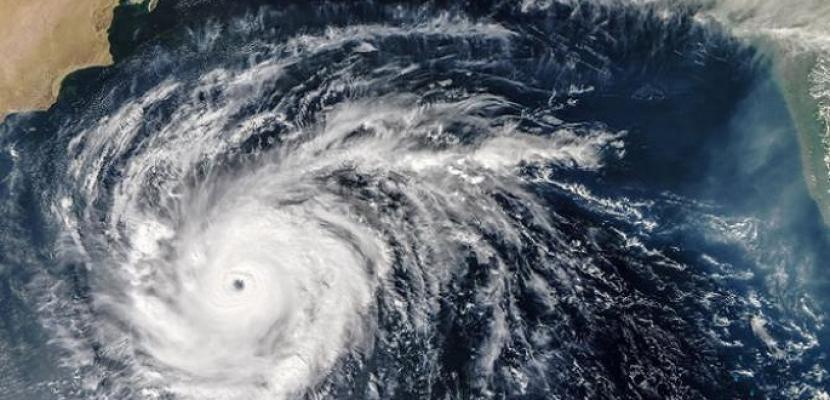 """إلغاء 400 رحلة طيران وإغلاق المدارس استعدادا للإعصار """"مانجكوت"""""""