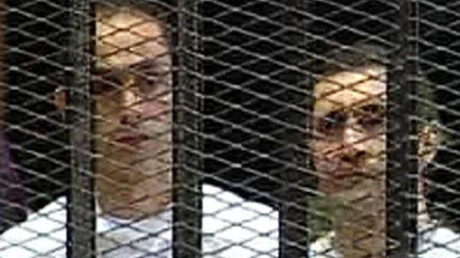 """مصر: محكمة تأمر بالقبض على جمال وعلاء مبارك في قضية """"التلاعب بالبورصة"""""""