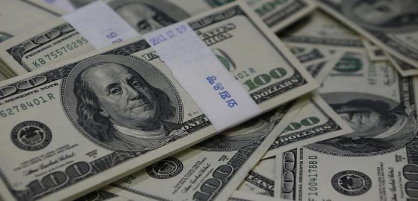 الدولار يتحول للارتفاع بعد بيانات اقتصادية ومع أزمة إيطاليا