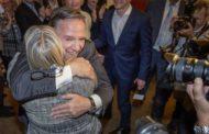 La CAQ de François Legault obtient un mandat majoritaire