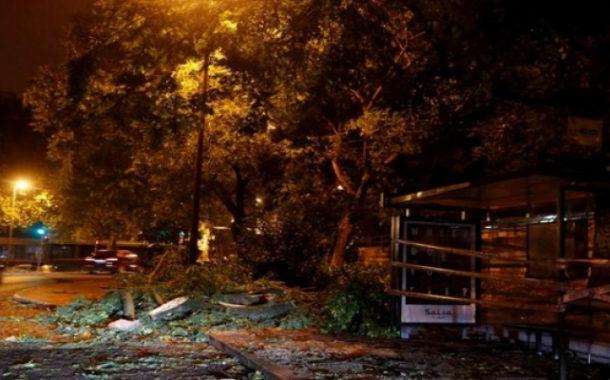 العاصفة ليزلي تضرب البرتغال وتتسبب في قطع الكهرباء عن آلاف المنازل