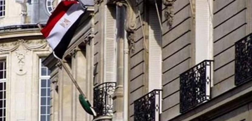 السفارة المصرية تستلم غطاء التابوت الأثرى المهرب إلى الكويت.. وجارى شحنه للقاهرة