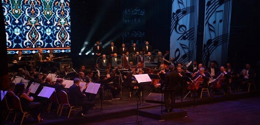 300 من فناني الأوبرا يحتفلون بذكرى افتتاحها