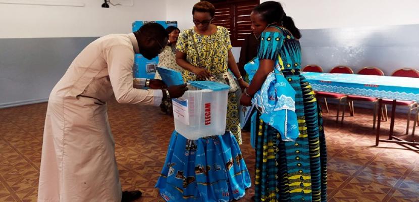 بدء انتخابات الرئاسة في الكاميرون وسط توقعات بفوز الرئيس بيا بولاية جديدة