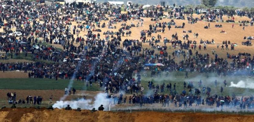 إصابة 14 فلسطينيا برصاص قوات الاحتلال في مواجهات على حدود قطاع غزة