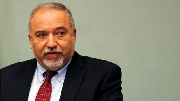استقالة وزير الدفاع الإسرائيلي افيغدور ليبرمان احتجاجا على وقف إطلاق النار في غزة