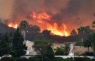 """حريق """"كامب فاير"""" يلتهم مقاطعة في كاليفورنيا!"""