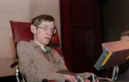 بيع كرسي سيتفين هوكينغ وأطروحته… بسعرٍ خيالي