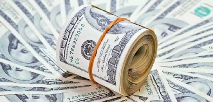 الدولار يرتفع صوب أعلى مستوى في 16 شهرا
