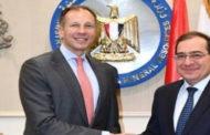 الملا يبحث مع مسؤول أمريكي سبل تعزيز التعاون في مجال صناعة البترول والغاز