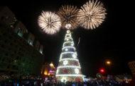 إضاءة شجرة ميلاد ضخمة في وسط بيروت إيذانا ببدء الاحتفالات بالأعياد