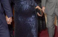 """ميجان تضحك من وصفها """"بالسيدة البدينة"""" أثناء زيارة مؤسسة خيرية"""