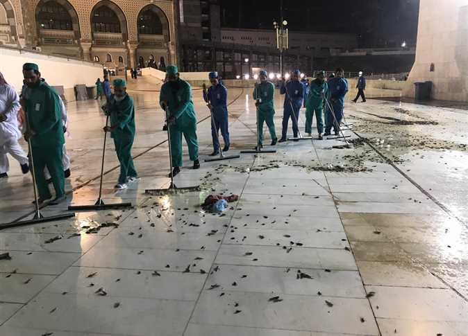 حقيقة منع الصلاة في الحرم المكي بعد هجوم «الصراصير»