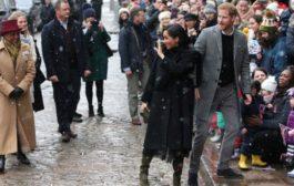 حشود تواجه الطقس البارد للترحيب بالأمير هاري وزوجته في بريستول