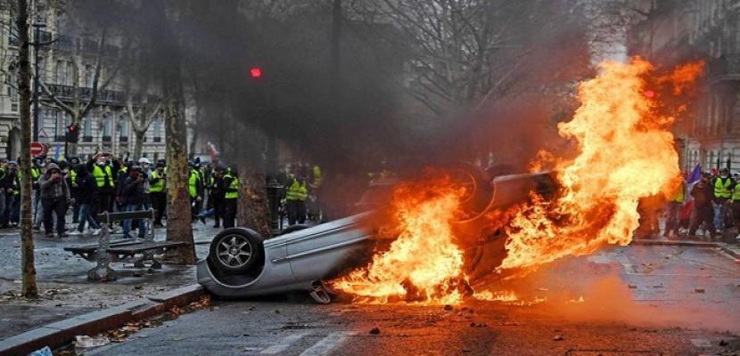 حركة السترات الصفراء تواصل احتجاجاتها .. أعمال شغب وحرق سيارات ونهب متاجر