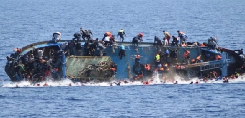 مصرع 45 مهاجرا ونجاة 22 آخرين فى غرق قارب قبالة سواحل المغرب