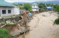ارتفاع حصيلة ضحايا الفيضانات العارمة في إندونيسيا إلى 73 قتيلا