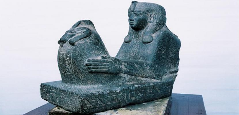 """المتحف المصري يبدأ عرض تمثالين لـ""""شب إن وبت"""" الثانية ابنة أحد ملوك الأسرة الـ25"""