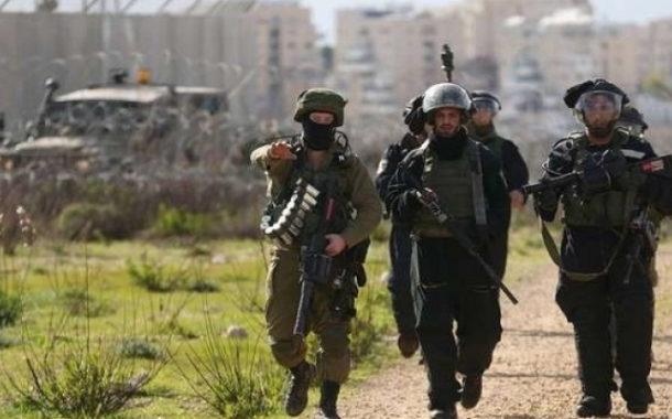 الجيش الإسرائيلي يعلن رشق دورياته بعبوات متفجرة في نابلس