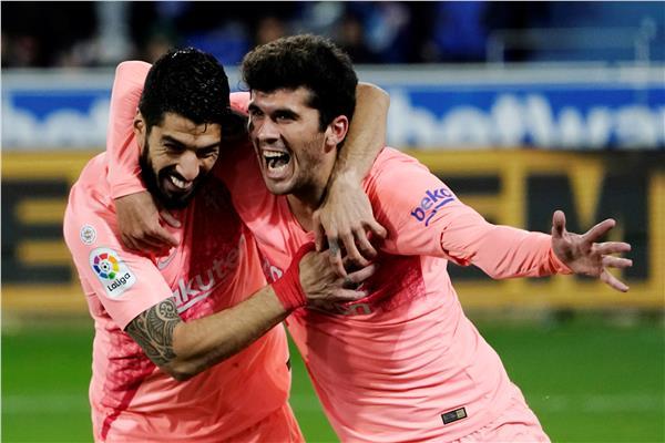 برشلونة يعبر ألافيس ويقترب من التتويج بالدوري الإسباني
