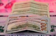 الدولار يهبط في معاملات هزيلة بسبب عطلات