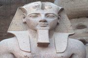 """إزاحة الستار عن تمثال """"رمسيس الثاني"""" بمعبد الأقصر"""