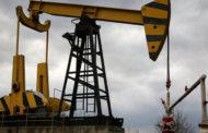 النفط ينزل بعد ضغط ترامب على أوبك لتعويض أثر العقوبات على إيران