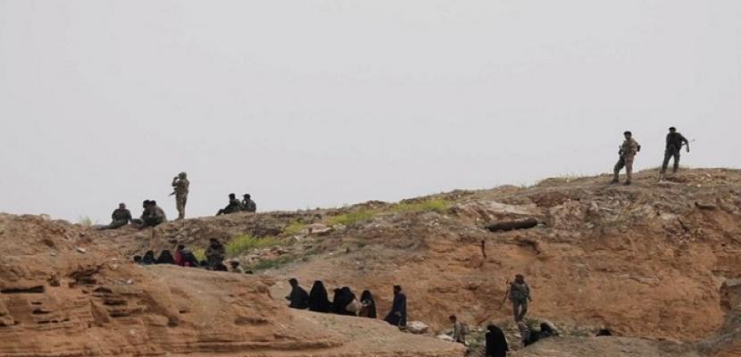 قوات سوريا الديمقراطية تتعقب عناصر داعش داخل كهوف قرب الباغوز