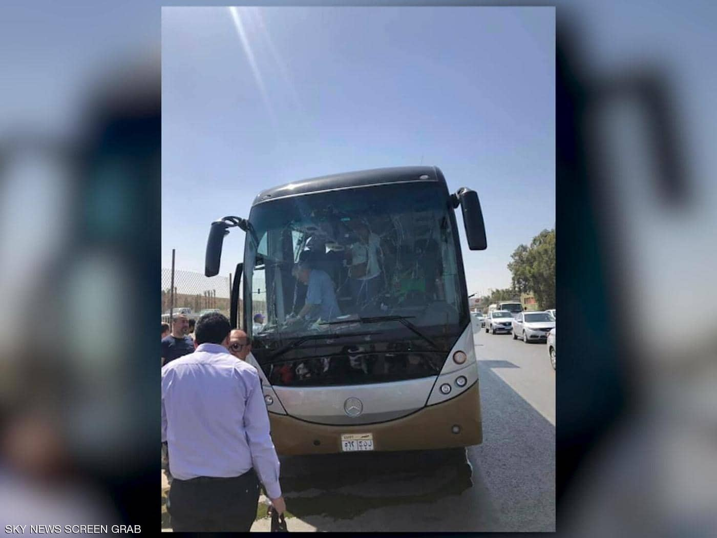 انفجار يستهدف حافلة سياحية عند المتحف المصري الكبير