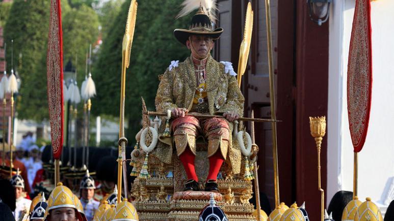 بدء موكب ملك تايلاند الجديد في شوارع بانكوك
