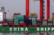 ترامب يأمر برفع الرسوم الجمركية على بقية الواردات الصينية