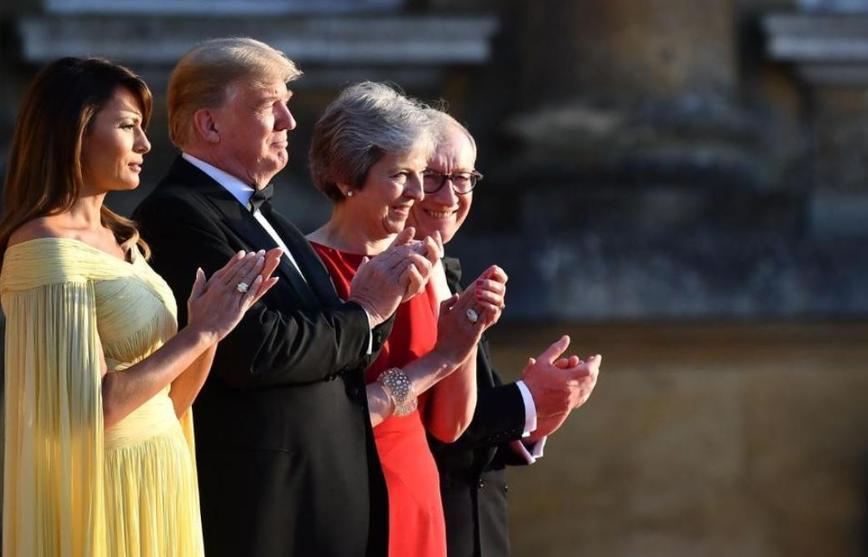 ميلانيا ترامب وفيليب ماي يشهدان حفلا بحديقة مقر الحكومة البريطانية