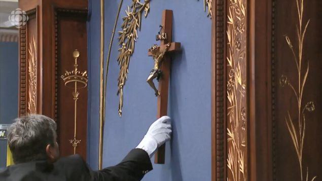 نزع الصليب من الجمعية الوطنية في كيبيك