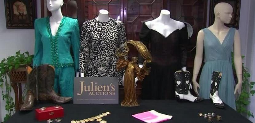ثوب ارتدته النجمة إليزابيث تيلور في حفل الأوسكار للبيع بالمزاد